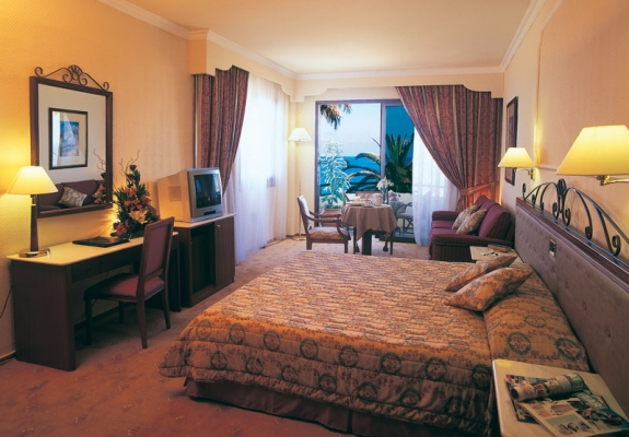 Alexander the great paphos zypern badeferien for Really cool hotels
